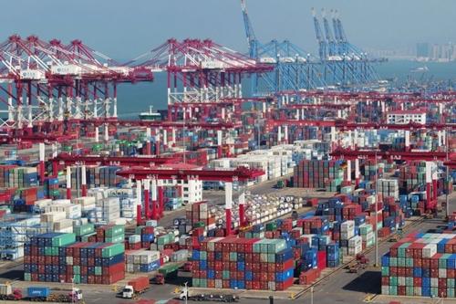 Container tại cảng biển ở Thanh Đảo (Sơn Đông, Trung Quốc). Ảnh: Reuters