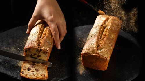 Loại bánh Golden Fruit Pound Cake, sử dụng 100% vàng nguyên chất nhập khẩu từ Pháp với hạt vàng mịn, sáng óng. Đây là một trong những dòng sản phẩm nổi tiếng tại Star Kitchen.