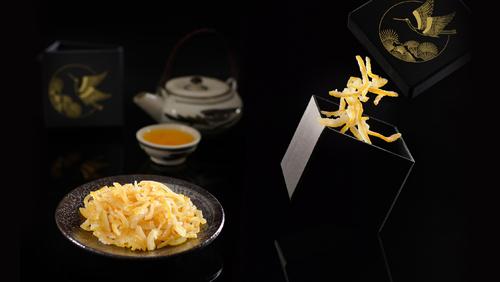 Mứt Yuzu được làm từ quả Yuzu - một loại chanh vàng đặc biệt của Nhật Bản. Mứt cóhương thơm mạnh mẽ, vị chua thanh và ngọt dịu, với nhiều thành phần tốtcho sức khỏe.
