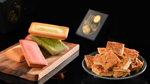 Bánh nướng làm từ bột hạnh nhân với 3 vị: dâu, bơ và trà xanh. Bộ quà Tết đi kèm với kẹo hạnh nhân bọc đường dẻo thơm, kết dính với lớp bánh quy giòn tan dưới đế.