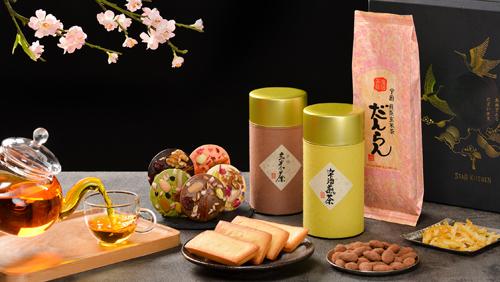 Ngoài các loại bánh, mứt thủ công độc đáo, điểm nhấn đặc biệt trong bộ quà Tết Star Kitchen là các loại trà, rượu cao cấp đi kèm. Đây là những loại trà, rượu đặc trưng, nổi tiếng và lâu đời tại Nhật Bản. Trà được nhập khẩu trực tiếp từ Yanoen, một công ty chuyên về trà thành lập từ năm 1836 tại vùng núi Uji, Kyoto. Uji là vùng trồng trà nổi tiếng và lâu đời nhất được biết đến là thủ phủ trà của Nhật Bản.