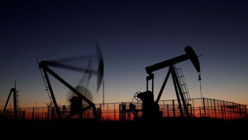 Hoạt động khai thác dầu gần Paris (Pháp). Ảnh: Reuters