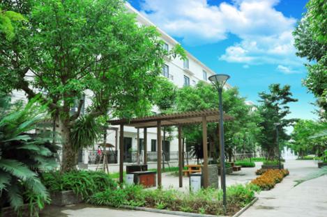Không gian xanh mát tại khu nhà vườn Pandora, số 53 Triều Khúc, quận Thanh Xuân, Hà Nội. 024.38547383  024.33560646 - 09 345 888 71  Website: www.pandorahanoi.vn