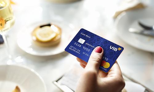 Khách hàng có thể đăng ký mở thẻ VIB tại đây hoặc liên hệ Dịch vụ khách hàng: 18008192 (miễn phí cuộc gọi).