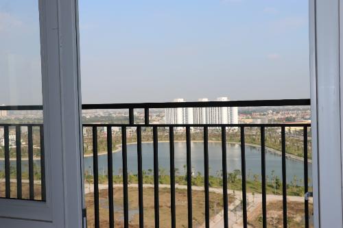 Thiết kế căn hộ thông minh, có ban công lớn và gócnhìn ra hồ điều hòa để đón trọn ánh sáng khí trời.