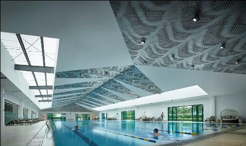 Bể bơi bốn mùa trong nhà tại khu tiện ích ParkCity Club Hanoi