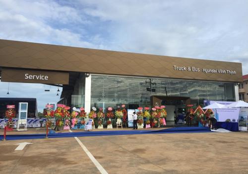 Đại lý 3S Hyundai Vĩnh Thịnh có tổng diện tích 9.000m2, bao gồm nhà trưng bày và nhà xưởng hiện đại.