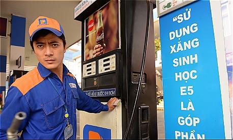 Xăng dầu nhiều khả năng sẽ giảm giá vào kỳ điều hành đầu tiên của năm 2019. Ảnh: Hữu Khoa