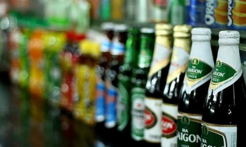 Những sản phẩm của Sabeco được bày bán trên các kệ hàng.