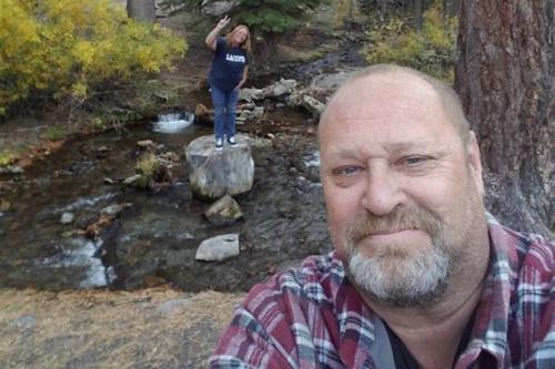 Loren Krytzer và vợ ông - Lisa trong một chuyến du lịch. Ảnh: Loren Krytzer