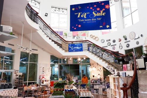 Sản phẩm đa dạng trưng bày theo mô hình không gian mở dễ mua sắm và lựa chọn.