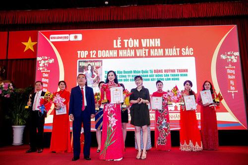 Nữ doanh nhân Đặng Huỳnh Thanh vừa đăng quang ngôi vị cao nhất tại cuộc thi Hoa hậu Doanh nhân quốc tế 2018 diễn ra tại Seoul - Hàn Quốc tháng 12/2018 vừa qua. Sau ngôi vị cao nhất của cuộc thi sắc đẹp, Hoa hậu tiếp tục được vinh danh trong Top 12 Doanh nhân Việt Nam xuất sắc.