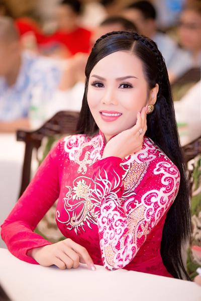 Hoa hậu Đặng Huỳnh Thanh được biết đến là nữ doanh nhân xinh đẹp và tài năng với phong thái trẻ trung, cuốn hút. Theo nữ doanh nhận, thành công này có được nhờ sự phấn đấu, học hỏi, kiên trì bền bỉ.