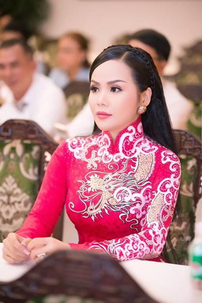 Dù dành nhiều giải thưởng quan trọng trong năm qua, Hoa hậu Đặng Thanh luôn nỗ lực học hỏi để trau dồi thêm kiến thức. Ngoài công việc kinh doanh, nữ doanh nhân vẫn muốn chu toàn việc và tham gia các hoạt động từ thiện nhằm giúp đỡ những mảnh đời kém may mắn.