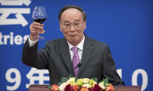 Phó chủ tịch Trung Quốc - Vương Kỳ Sơn tại sự kiện sáng 10/1. Ảnh: Bloomberg
