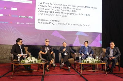 Những chuyên gia trong phiên thảo luận về tương lai ngành tài chínhtại Hội nghị The Future of Finance Vietnam. Ảnh: The Asian Banker
