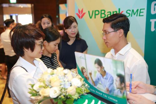 VPBank đã tổ chức nhiều sự kiện hỗ trợ phi tài chính dành cho SME. Thông tin chi tiết liên hệ: 1900 545 415 hoặc 024 3928 8880 hoặcwebsite:http://www.vpbank.com.vn/.
