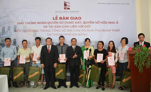 Lễ trao sổ hồng cho khách hàng Đà Nẵng.