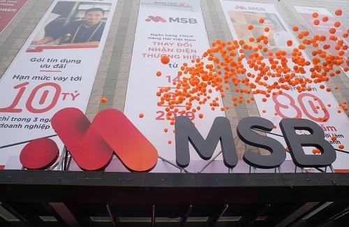 Logo mới của MSB và thiết kế mang tông đỏ, cam thu hút sự chú ý của người dùng.