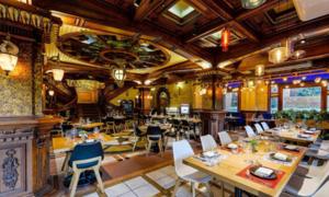 Nhà hàng hải sản lấy cảm hứng từ du thuyền cổ giữa Sài Gòn