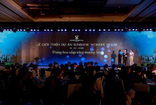 MC Hạnh Phúc và Thụy Vân dẫn dắt chương trình giới thiệu dự án.