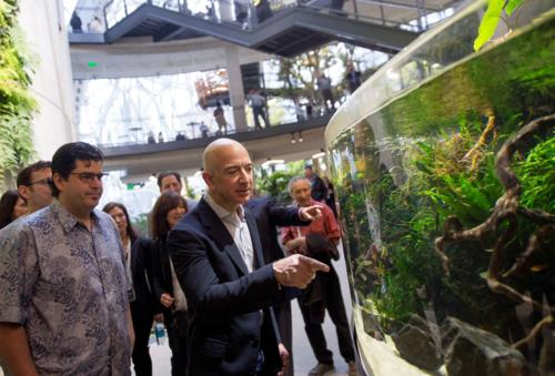 Ông chủ Amazon - Jeff Bezos trong một sự kiện ở trụ sở công ty tại Seattle. Ảnh: Bloomberg