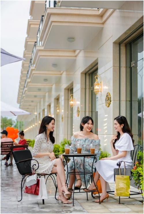 Gần giống đại lộ thời trang Orchard Road của Singapore, phố thương mại Malacca tại Malaysia, Đất Xanh Miền Trung - một trong số nhà phát triển bất động sản thương mại tốt nhất Đông Nam Á mong muốn Lakeside Palace (quận Liên Chiểu, Đà Nẵng) trong tương lai trở thành một đại lộ thương mại lớn của thành phố biển này.