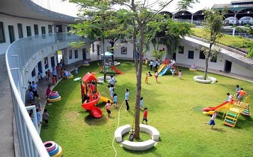 Các khu vui chơi được lắp đặt khắp Hà Nội.
