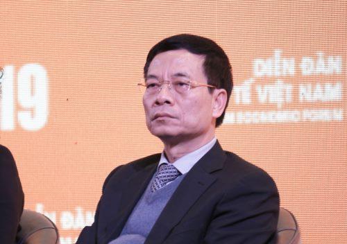 Ông Nguyễn Mạnh Hùng chia sẻ tại Diễn đàn Kinh tế Việt Nam chiều 17/1. Ảnh: Minh Sơn.