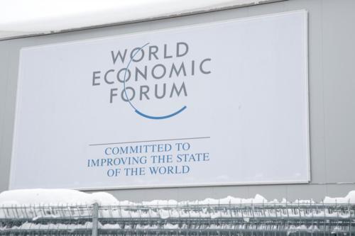 Logo của WEF tại Davos (Thụy Sĩ). Ảnh: Reuters