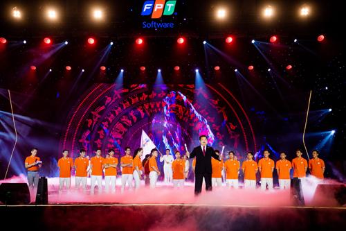 Ông Hoàng Nam Tiến - Chủ tịch FPT Software truyền lửa cho thế hệ trẻ.