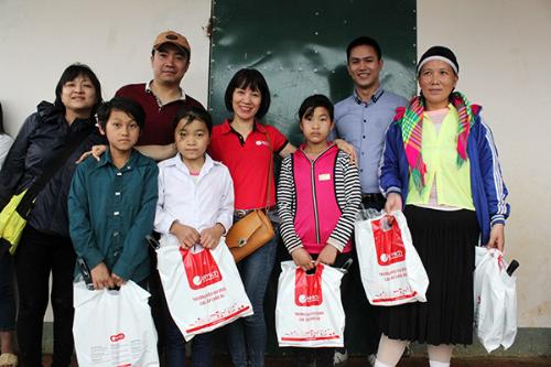Tập đoàn Elmich và hành trình tiếp sức cho ước mơ hiếu học của các trẻ em nghèo vùng cao.