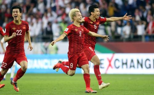 50 cổ động viên may mắn nhất sẽ được đến sâncổ vũ trực tiếp cho đội tuyển quốc gia trong trận Việt Nam - Nhật Bản trên sân Al Maktoum Stadium (Dubai).
