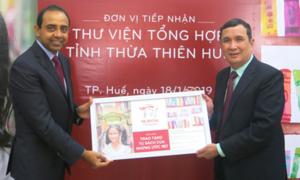 Prudential Finance trao tặng 'Tủ sách của những ước mơ' cho thư viện Huế