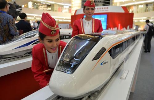 Mô hình tàu cao tốc của Trung Quốc triển lãm tại Jakarta (Indonesia). Ảnh: AFP