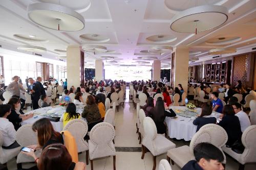 Hàng trăm khách hàng tham dự buổi giới thiệu dự án.