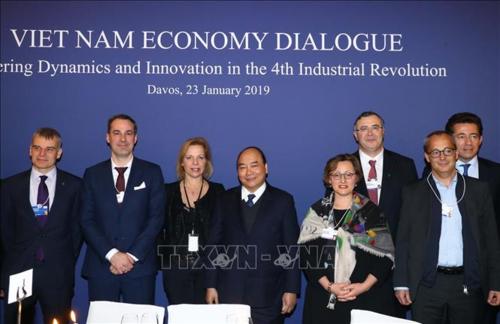 Thủ tướng tại sự kiện Đối thoại Kinh tế Việt Nam. Ảnh: TTXVN