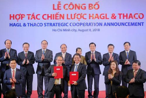 Chủ tịch HAGL và Thaco trong buổi ký hợp tác chiến lược vào tháng 8/2018.