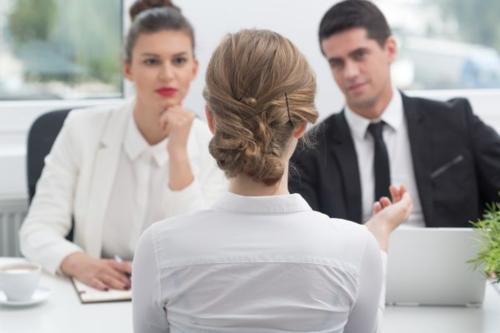 Khi chưa được tăng lương, hãy hỏi về các phúc lợi giúp bạn tăng khả năng làm đẹp thêm CV. Ảnh: Getty