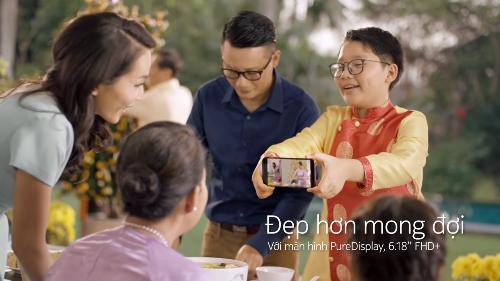 Nokia 8.1 giúp quay lại những khoảnh khắc cả gia đình cùng nhau chuẩn bị đón Tết Nguyên Đán.