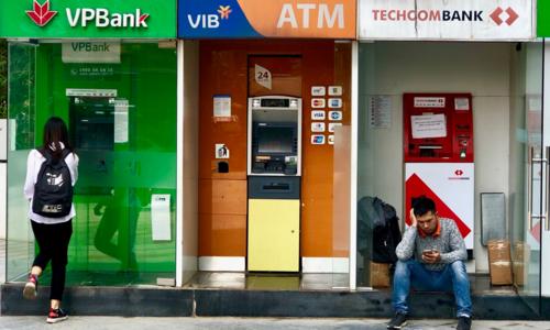 Những ngày cận Tết, ATM liên tục báo lỗi. Ảnh: Anh Tú.