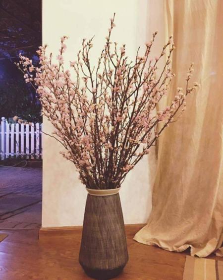 Bình đào Nhật Bản có giá trên 10 triệu đồng. Ảnh:Liti Florist