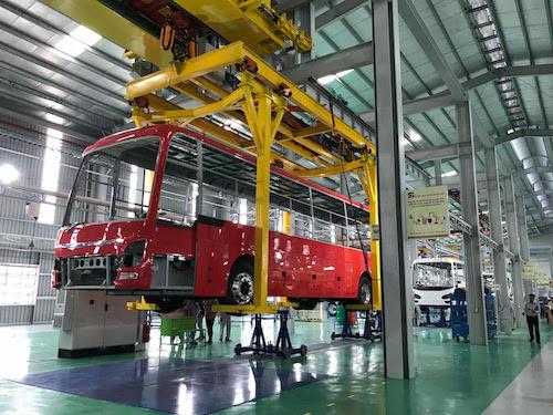 Nhà máy sản xuất xe bus thuộc Công ty Ôtô Trường Hải (Thaco) tại KCN Chu Lai, Quảng Nam. Ảnh: H.Thu