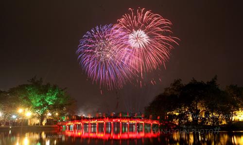 Điểm bắn pháo hoa tầm cao tại Hồ Gươm, Hà Nội. Ảnh: Ngọc Thành