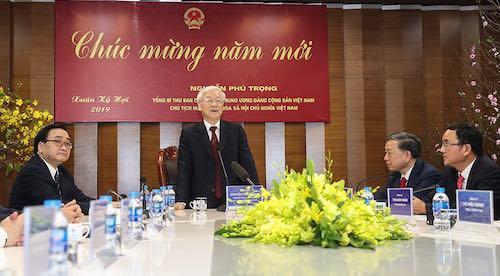Tổng bí thư, Chủ tịch nước Nguyễn Phú Trọng thăm, chúc Tết cán bộ ngành điện.