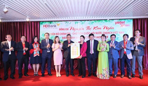 Ban lãnh đạo Vietjet gửi tới Chủ tịch Quốc hội những con số kế hoạch của năm mới 2019.