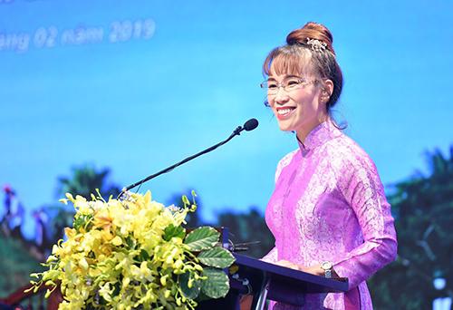 Bà Nguyễn Thị Phương Thảo - Tổng giám đốc hãng hàng không Vietjet phát biểu tại hội nghị phát triển du lịch miền Trung và Tây Nguyên.