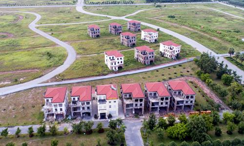Một dự án đã hoàn chỉnh hạ tầng nhưng hoang vắng tại tỉnh giáp ranh TP HCM. Ảnh: Quỳnh Trần