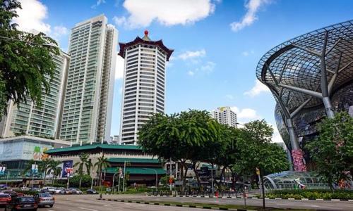 Phố mua sắm Orchard Road tại Singapore. Ảnh: SBR