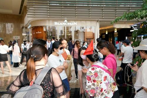 Nhà đầu tư vào PPMiao biểu tình tại Thượng Hải hồi giữa tháng 8. Ảnh:Reuters